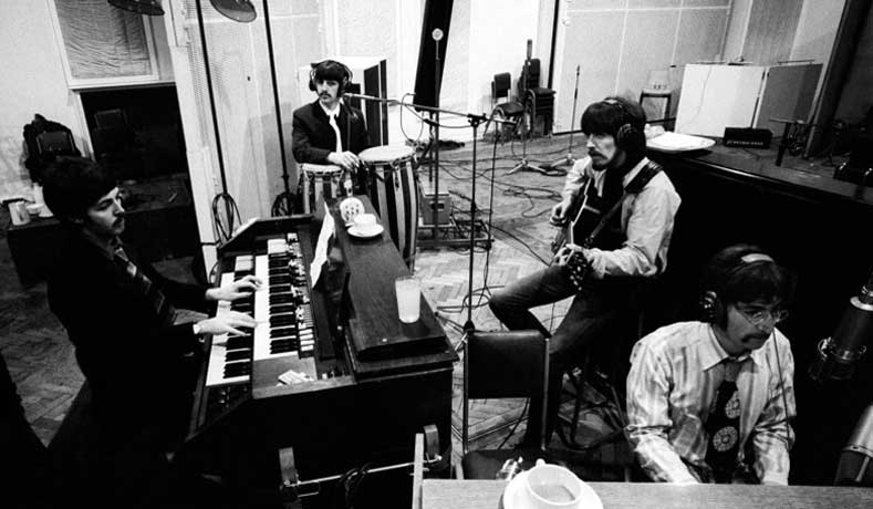 beatles-at-abbey-road-studios