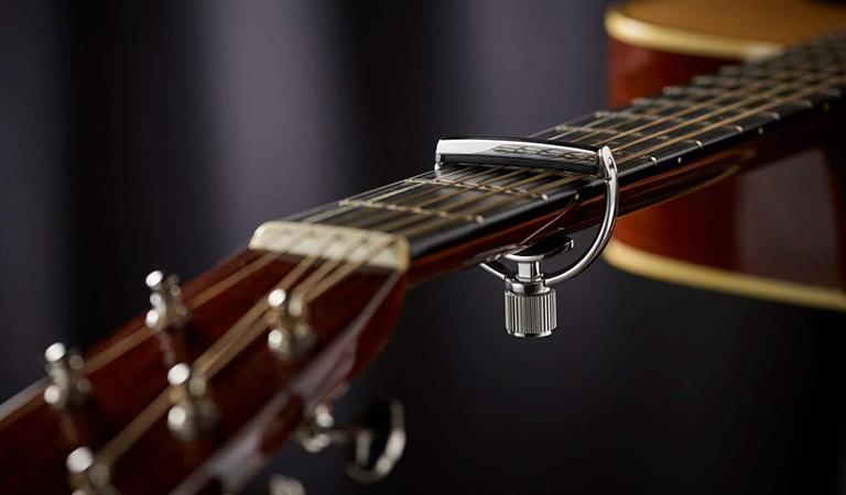yoke style acoustic capo